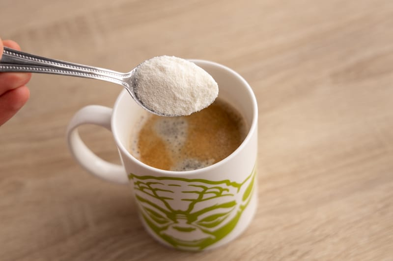 Adding powdered creamer to coffee