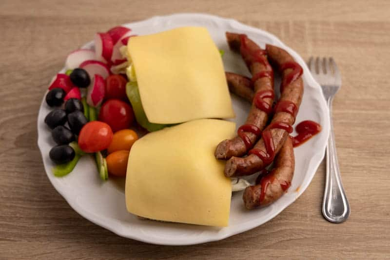 Bread with Gouda cheese, veggies, and sausages