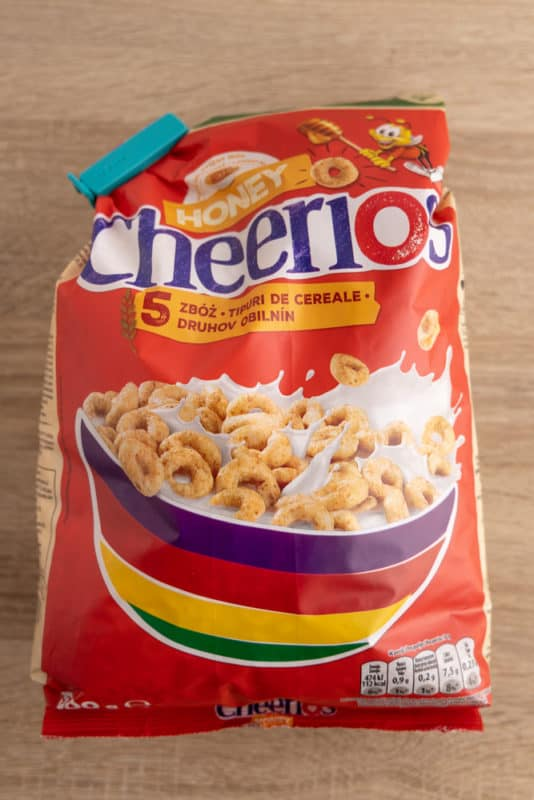 Cereal bag sealed with a sealing clip