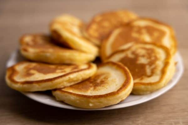 Cooked kefir-based pancakes