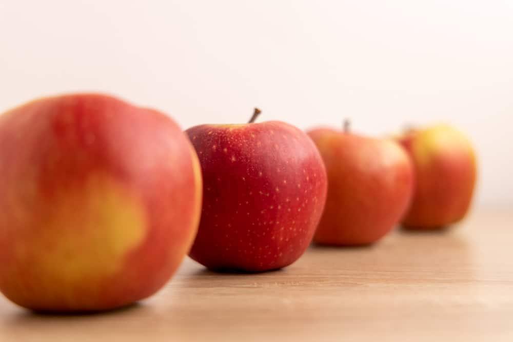 Four jonaprince apples