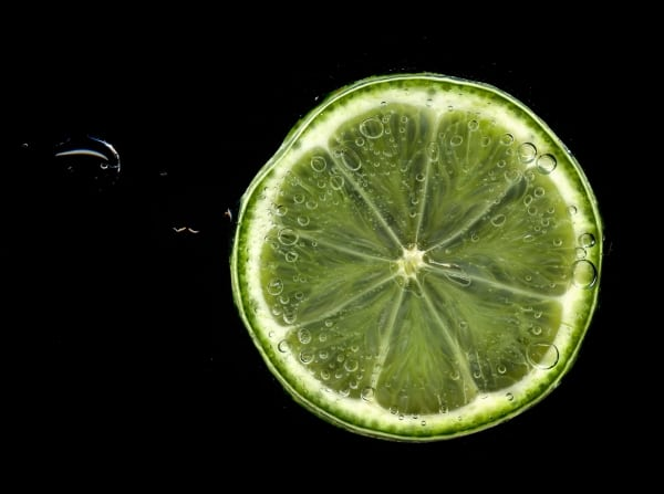 Lime slice and water bubbles