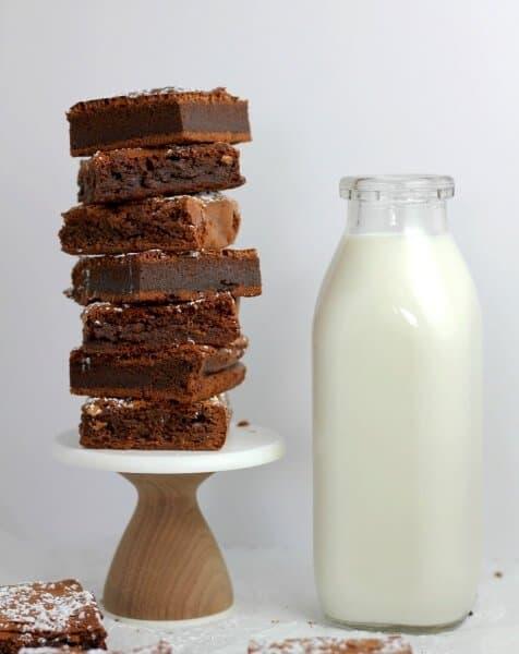 Nutella brownies and milk