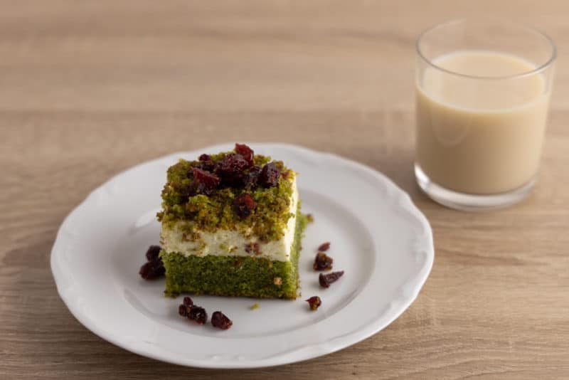 Oat milk and spinach cake