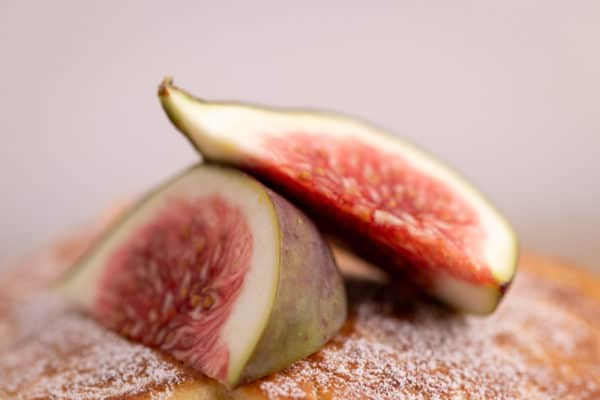 Pancakes topped with figs