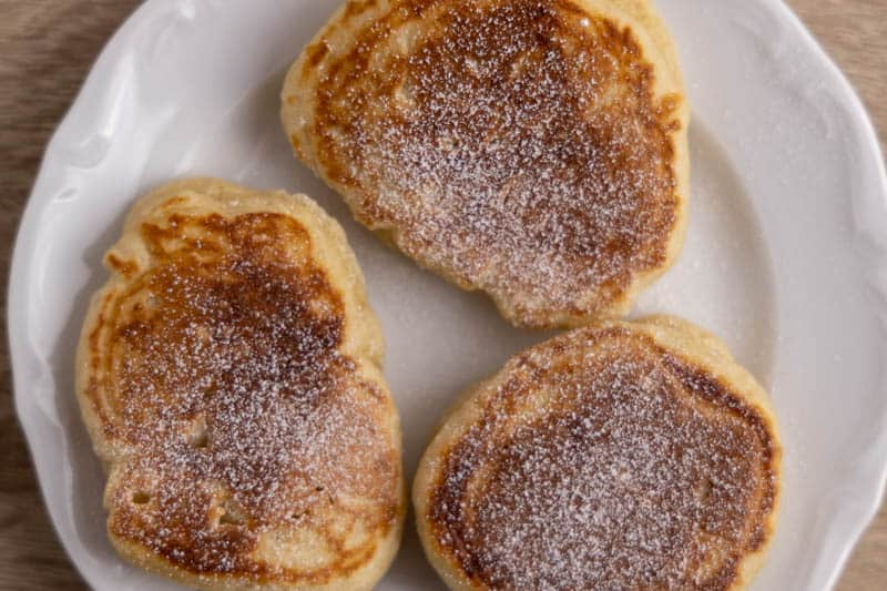 Pancakes topped with powdered sugar