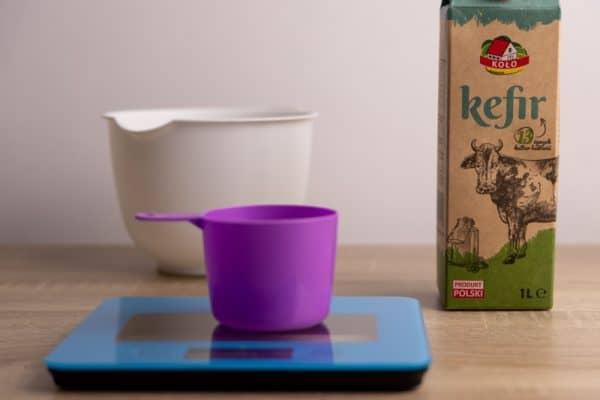 Preparing for kefir pancakes