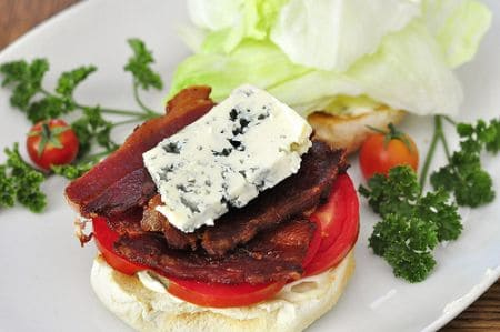 Sandwich with blue cheese and bacon