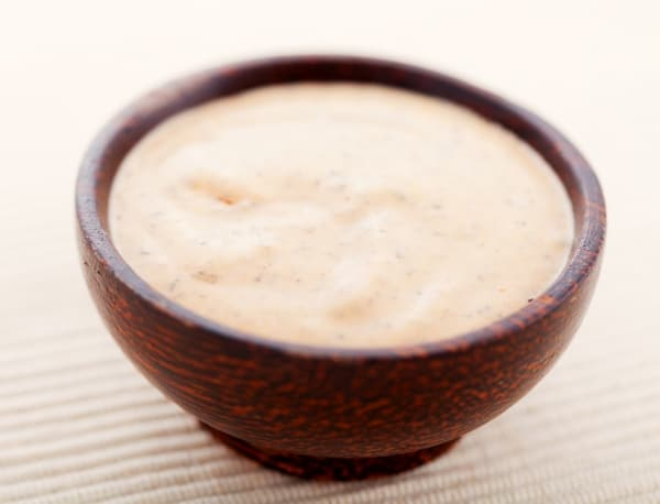 Thousand Island dressing: contains mayonnaise, olive oil, lemon juice, paprika, Worcestershire sauce, mustard, and vinegar