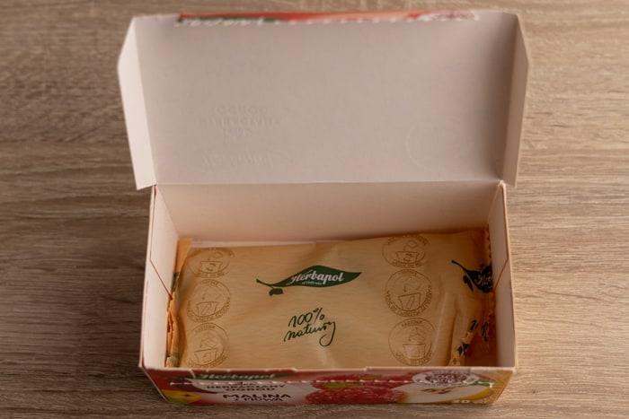 Wrapped tea bags in a carton